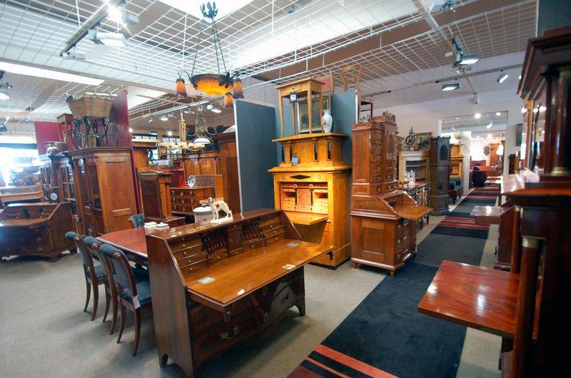 unsere m belausstellung in kiel antike m bel und antiquit ten hense. Black Bedroom Furniture Sets. Home Design Ideas